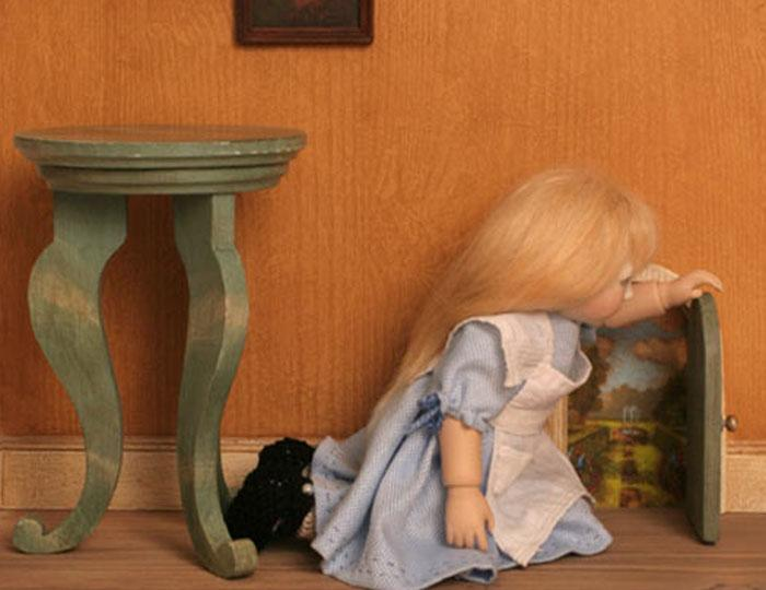 Alice and the little door